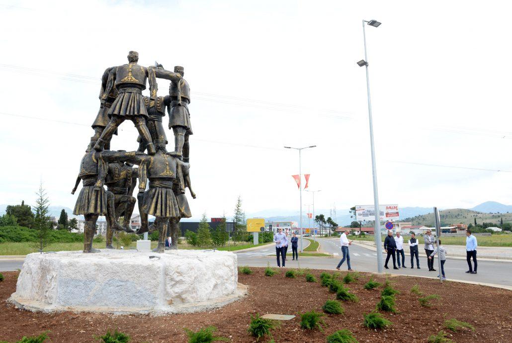 Spomenik Oro Od Danas Krasi Bulevar 21 Maj Vujacic Spomenik